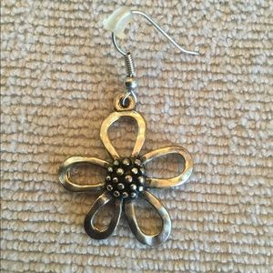 Premier Designs Miss Daisy Earrings